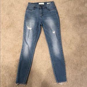 Distressed, skinny blue jeans sz 25